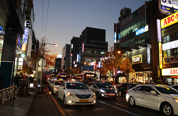 The city of Daejeon at night.